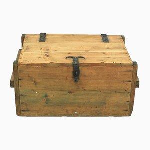 Cajonera antigua de madera de abeto
