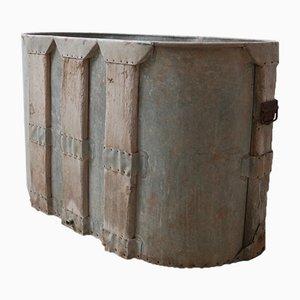 Antike getäfelte französische Badewanne oder Übertopf