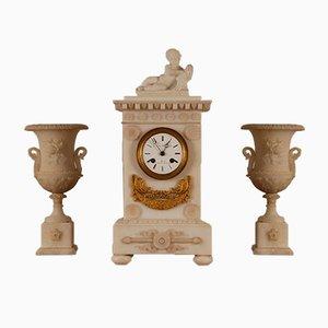 Französische neoklassizistische Louis XVI Alabaster Uhr & Vasen, 3er Set