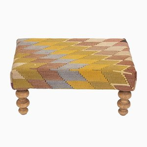 Otomana Kilim turca pequeña con patas de madera de Vintage Pillow Store Contemporary
