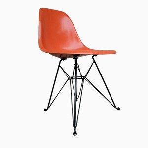 Silla auxiliar naranja con base Eiffel de Charles & Ray Eames para Herman Miller