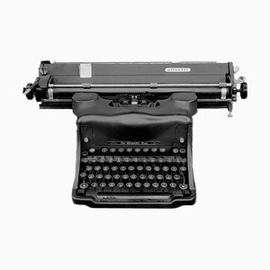 Positivo ortocromatico - Fotografia in bianco e nero di una macchina da scrivere 1987