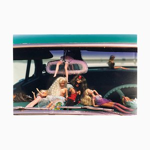 Photographie Oldsmobile & Sinful Barbie's, Las Vegas - Contemporary Colour Photography 2001