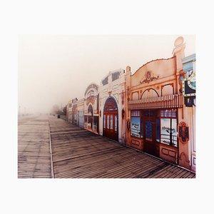 La Belle Femme im Nebel, Atlantic City, New Jersey - amerikanisches Farbfoto 2013