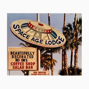 Space Age Lodge, Gila Bend, Arizona - Zeitgenössische Farbfotografie 2001