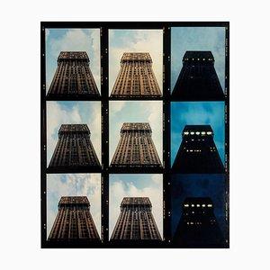 Richard Heeps, Torre Velasca Zeitraffer, Mailand, Architektonischer Farbiger Farbfotografiedruck, 2018