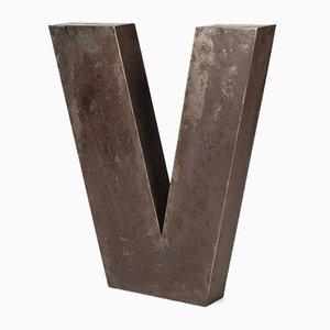 Lettera V in metallo, anni '60