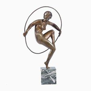 Une Bouraine, danseuse de cerceau, 1920, Sculpture Art Déco en bronze