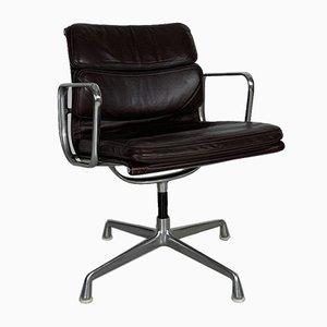 Sedia Group con imbottitura morbida in pelle marrone scuro di Charles & Ray Eames per Herman Miller, anni '80