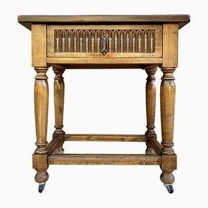 Tavolino in noce con cassetto, archi intagliati e gambe in legno di noce, fine XIX secolo