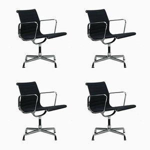 Sedie girevoli EA 108 nere e alluminio di Charles & Ray Eames per Vitra, set di 4