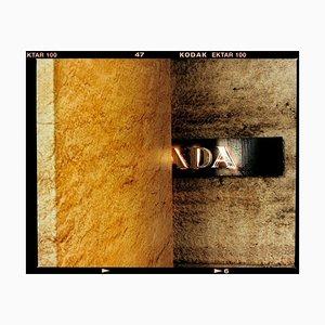 Richard Heeps, Ada, Mailand, Italienische Typografie, Architektonische Städtische Farbfotografie, 2020