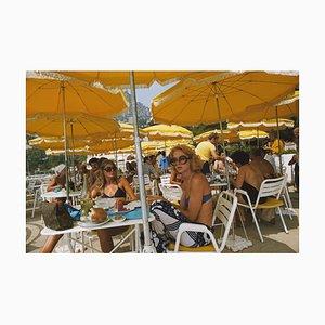 Cafe in Monte Carlo Oversize C Print Encadré en Blanc par Slim Aarons