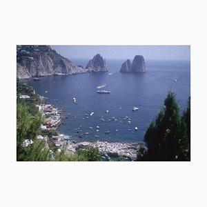 Slim Aarons, Capri Bay Oversize C Imprimé Encadré en Blanc