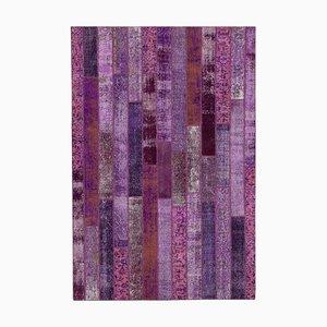 Alfombra anatolia de lana morada tejida a mano sobre patchwork teñido