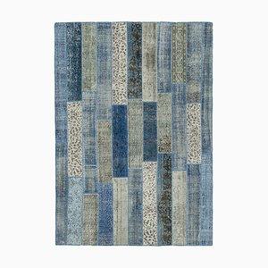 Blauer Anatolischer Niedriger Floraler Handgeknüpfter Überfärbter Patchwork Teppich