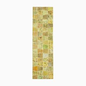 Alfombra anatolia decorativa amarilla de ratán con motivos anudados a mano