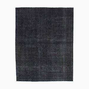 Schwarzer Anatolischer Handgeknüpfter Überfärbter Teppich in Schwarz