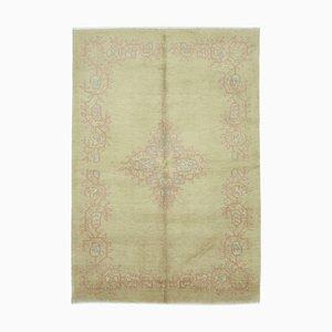Beiger dekorativer handgewebter antiker Oushak Teppich