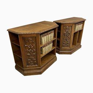 Vintage Bücherregale aus geschnitztem Nussholz, 1920er, 2er Set