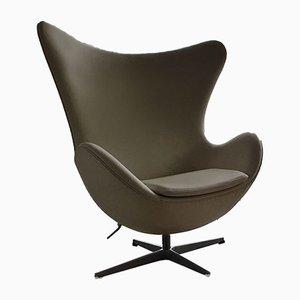 Egg chair nr. 3316 in pelle bianca di Arne Jacobsen per Fritz Hansen, 2001