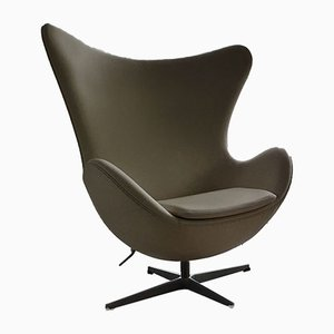 Model 3316 White Leather Egg Chair by Arne Jacobsen for Fritz Hansen, 2001
