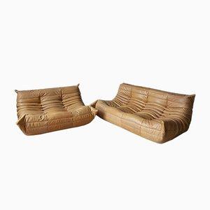 Set di divani Togo 2 posti e 3 posti in pelle color cammello di Michel Ducaroy per Ligne Roset, anni '70, set di 2