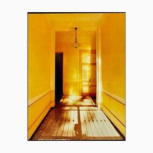 Corredor amarillo, día, Milán, fotografía arquitectónica en color italiana 2019