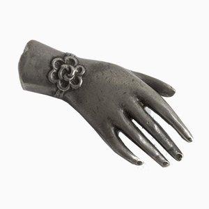 Souvenir de main en étain par Estrid Ericson