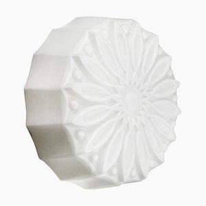 Applique industriale vintage in vetro opalino con fiore bianco