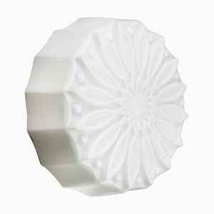 Applique vintage industriale in vetro opalino bianco