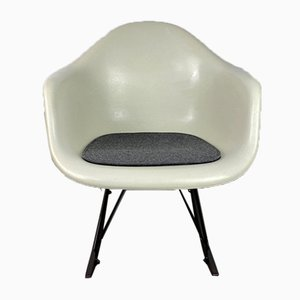 Sedia a dondolo RAR Mid-Century bianca di Charles & Ray Eames per Herman Miller