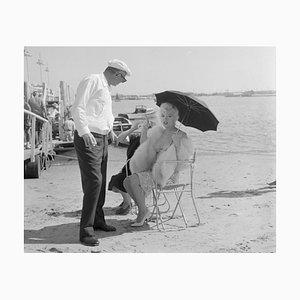 Marilyn Monroe Some Like It a Little Cooler Archivdruck in Schwarz von Bettmann