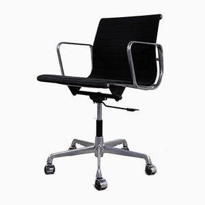 Chaise de Bureau Ajustable EA117 par Charles & Ray Eames pour ICF, 1970s