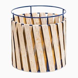 Cesta grande de alambre azul Korob con revestimiento de corteza de abedul de Moya
