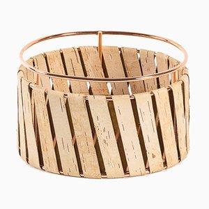 Cesta pequeña de alambre de cobre Korob con revestimiento de corteza de abedul de Moya