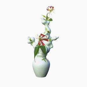 Grüne Vase in Blütenoptik ohne Öffnungen von Studio Wieki Somers