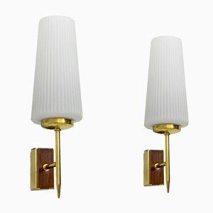 Moderne italienische Mid-Century Wandlampen aus Messing & Opalglas von Stilnovo, 1950er, 2er Set