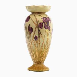 Ästhetische Bewegungsvase mit Iris von Clara Pringle für Linthorpe Pottery, 1880er Jahre