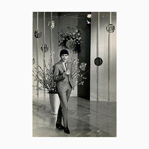 Sconosciuto - Ritratto di Gene Pitney During a Show - Stampa fotografica vintage - anni '60