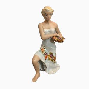 Figur einer Frau, die einen Obstkorb trägt von Favaro Cecchetto, 1950er Jahre
