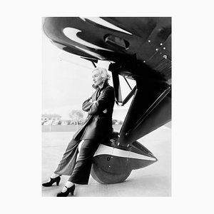 Lombard auf einem Jumbo Jet Archival Pigment Print, schwarz gerahmt von Everett Collection