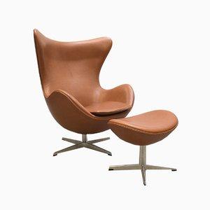 Egg Chair cognac e ottomana di Arne Jacobsen per Fritz Hansen, anni 2000, set di 2
