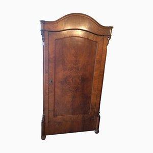 Armario de dormitorio antiguo de madera maciza