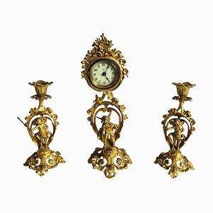 Ensemble d'horloges dorées ornées de style victorien