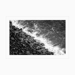 Stampa Giclée extra large in edizione limitata di British Pebble Beach, bianco e nero 2021