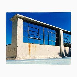 Ventana del mundo, piscina del complejo Zzyzx, Soda Dry Lake, California 2002