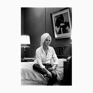 Catherine Deneuve Archival Pigment Print incorniciato in bianco di Giancarlo Botti