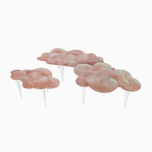 Tavolino da caffè in scagliola rosa fatto a mano con forma di nuvola e gambe in legno bianco di Cupioli Luxury Living