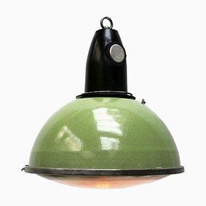 Lampe à Suspension Industrielle Vintage en Émail Vert & Verre Holophane avec Plateau en Bakélite